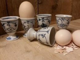 Set van 5 Eierdopjes op voetje Blau Saks