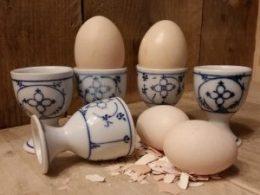 Setje van 5 eierdopjes op een voetje Antiek Blau Saks