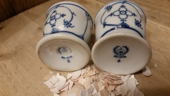 Eierdoppen antiek blau Saks Bavaria prijs is per stuk
