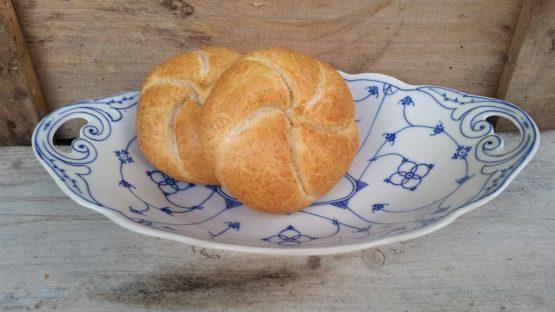 Broodschaal, geschulpt antiek model Oscar Schaller Blau Saks