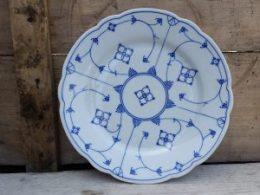 Geschulpte platte borden, dinerborden Oscar Schaller blau saks