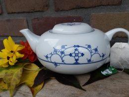 Aparte theepot blauw saks Fine Royal Porcelain