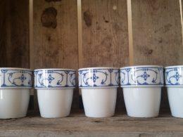 Set van 5 grote melkbekers Blauw saks Jager en Eisenberg DDR