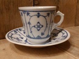Koffiekopje, kop en schotel, oude blauwe Jager stempel  GROOT MODEL