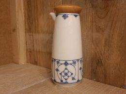 Olie of azijnflesje blauw saks gestempeld Winterling