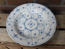 Prachtige antieke serveerschaal blauw saks geschulpt groot rond model