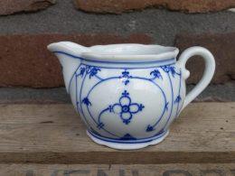 Blauw saks roomkannetje geschulpt Bavaria inhoud 200 ml