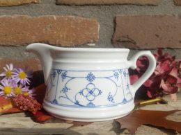 Blauw saks Schenkbare juskom, Melkkan,  schenkbare kan  Form Marienbad ingres weiss