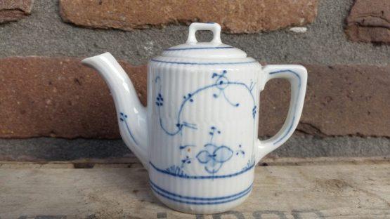 Kinderserviesje, koffiepotje, blauw saks