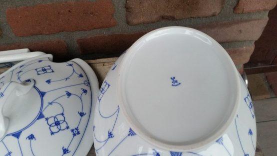 Dekschaal, soepterrine blauw saks Oscar Schaller Bavaria