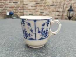 Blauw saks kopje aardewerk Maestricht
