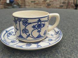 Blauw saks aardewerk kop en schotel theekop Maestricht  societe ceramique
