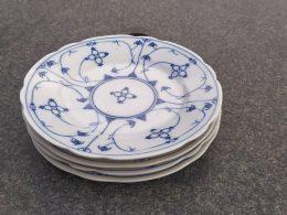 Blauw saks set van 4 verschillende geschulpte ontbijtborden