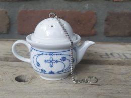Blauw saks thee-ei in theepot-vorm!!