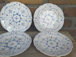 Setje antieke ontbijtborden geschulpt blauw saks