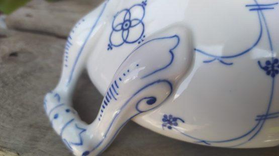 Blauw saks antieke dekschaal  geschulpt