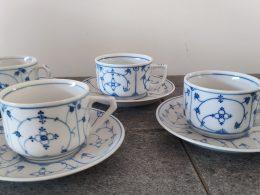 set van 4 verschillende antieke theekopjes met schotel blauw saks