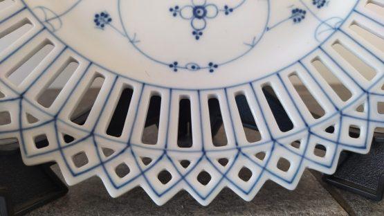 Antiek opengewerkte schaal blauw saks